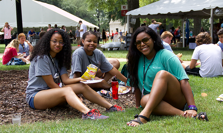 Students eating together on the Quad